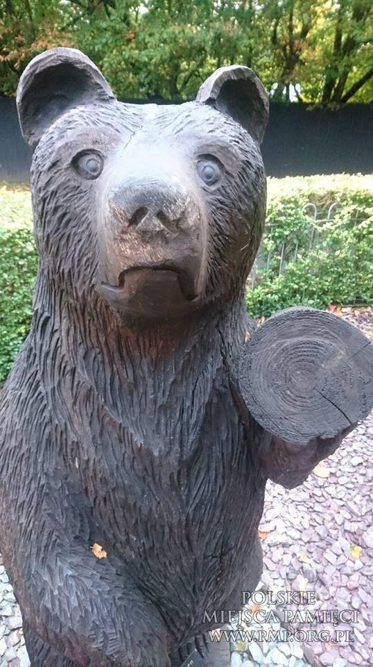 Znalezione obrazy dla zapytania pomnik niedźwiedzia wojtka